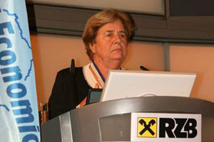 3 seminars. speaker Stable Economy.Challenge and Responsibility. photo1